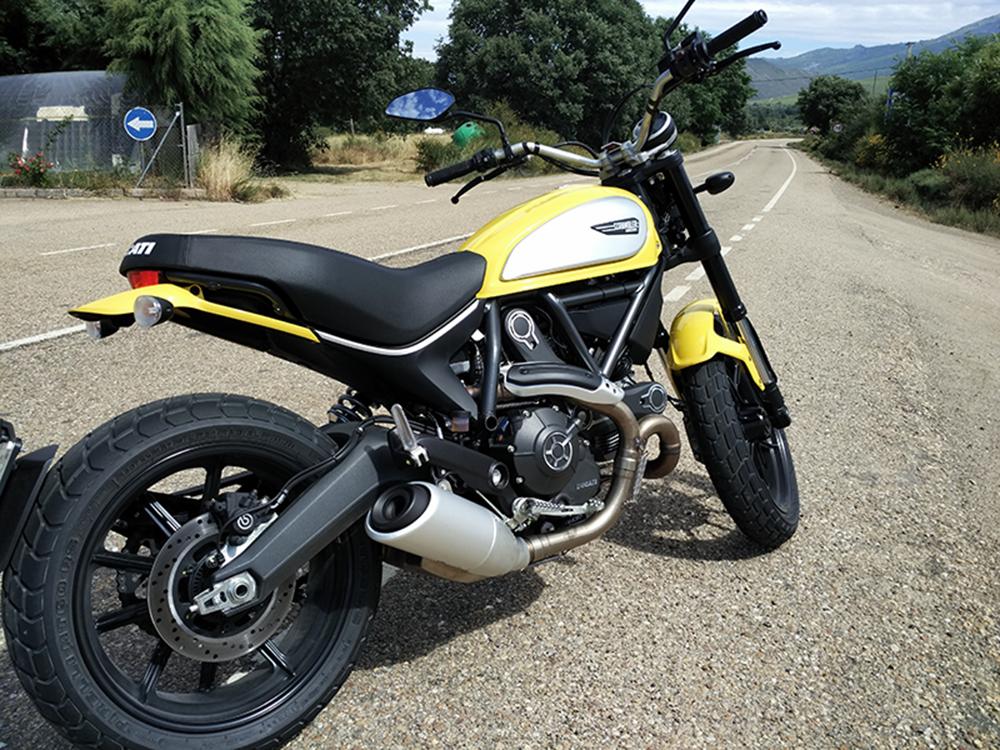 Caminoen på motorcykel Ducati